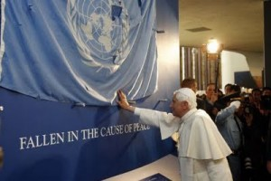 pope_blessing_un-flag